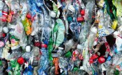 Plastik-Plage   Wir versinken im Müll